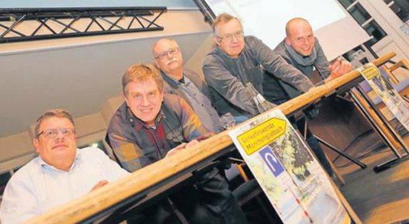 Von Links: Roland Stahl (VCD), Peter Beckers (ADFC), Detlef Neuß (Pro Bahn), Walter Jost (Transition Town) und Norbert Krause (200 Tage Fahrradstadt)